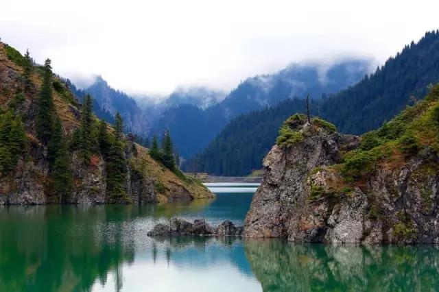 """下面就跟着小编去看看那些风景吧~   """"一带一路""""看新疆 旅游资源丰富"""